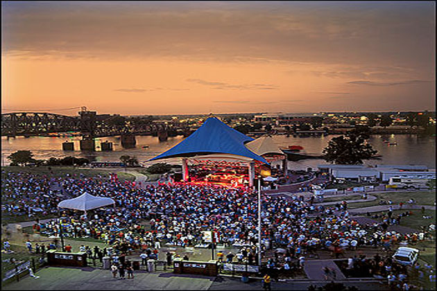 Concert at riverfront park amphitheatre in little rock for Cabins near whitewater amphitheater